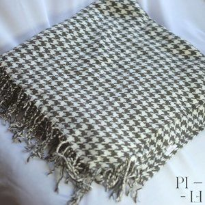 HUGE warm houndstooth pattern scarf 145cm x 150cm